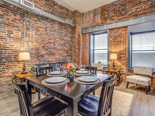 Beautiful Commerce Street Apartment by Stay Alfred, Nashville