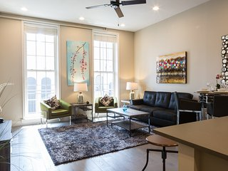 Fabulous North Carondelet Street Apartment by Stay Alfred, Nova Orleans