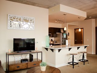 Beautiful Park Avenue Apartment by Stay Alfred, Portland