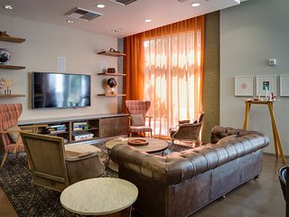 Charming G Street Apartment by Stay Alfred