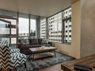 Beautiful Lenora Street Apartment by Stay Alfred