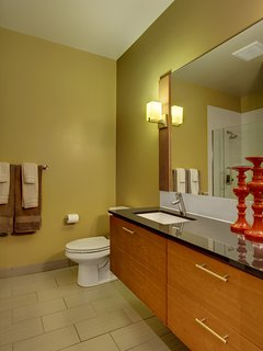 Stay Alfred Seattle Vacation Rentals Bathroom