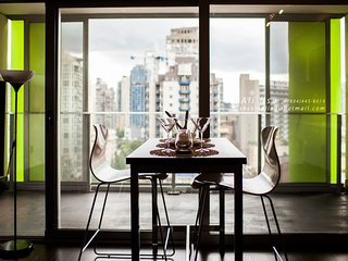 Stylish Flat DT view + Large Balcony + Great Location!!, Vancouver
