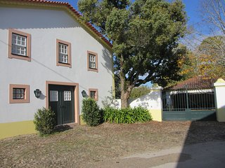 first year rental, renovated old horse stables as cosy cottage, big pool 12x6 mt, Vila Nova de Poiares