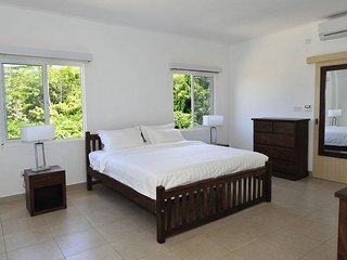Tropical Hideaway Luxury Apartments, Beau Vallon