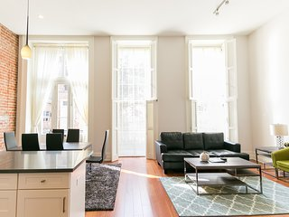 Bright Carondelet Street Apartment by Stay Alfred, Nova Orleans