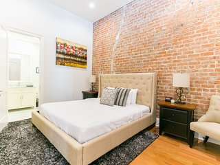 Exquisite Carondelet Street Apartment by Stay Alfred, Nova Orleans