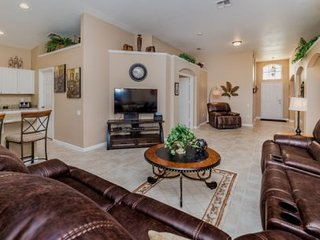 Lovely 4 Bed 3 Bath Pool Home in Windsor Palms Resort. 8062KPC, Kissimmee