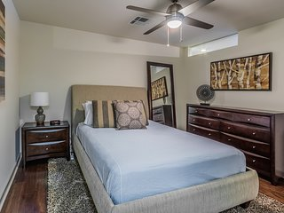 Captivating Elm Street Apartment by Stay Alfred, Dallas