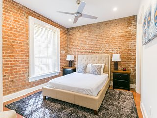 Fabulous Carondelet Street Apartment by Stay Alfred, Nova Orleans
