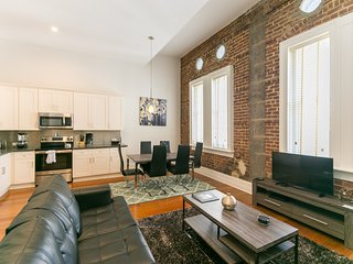 Updated Carondelet Street Apartment by Stay Alfred, New Orleans