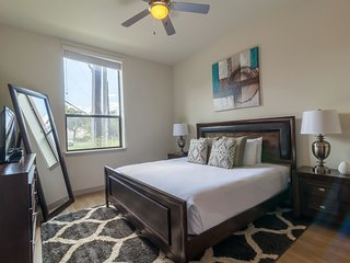 Beautiful St. Marys Street Apartment by Stay Alfred, San Antonio