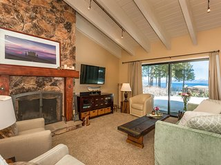 Waters Edge Condo with Breathtaking Views, Tahoma