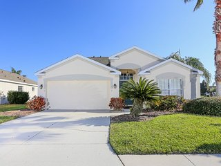 Easy drive to beach. Spacious 3 bedroom, 2 bathroom with private swimming pool, Bradenton