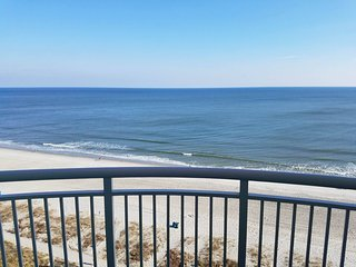 2 Bedroom Direct Ocean Front - Sleeps 8!  Amazing Views - Atlantica Resort 1101, Myrtle Beach