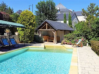 Artist's stone house with pool within walking distance of everything you need, Souillac