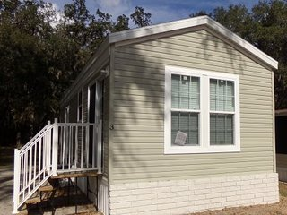 One Bedroom Cottage in Pleasant Lake Resort, East Bradenton