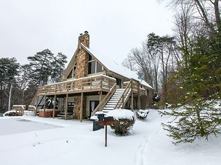 Fireside Lodge | Hocking Hills, Logan