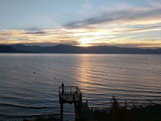 NEW LISTING - 5 BR Lakefront Home with Pier and Buoy, Carnelian Bay