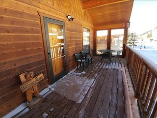 Hattie's Place - Single-level Home in Tenderfoot, Large Covered Porch, Satellite TV, Washer/Dryer, Red River