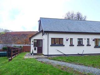 TY MADOG, detached, woodburner, all ground floor, WiFi, pet-friendly, nr Rhayader, Ref 946407