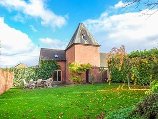 THE HOP KILN, open plan, en-suite, WiFi, lawned garden, Tenbury Wells, Ref 947005