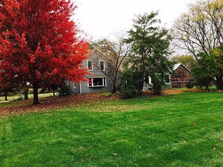 'Amy's Family Retreat Home' Charming 3BR Waukesha Farmhouse w/Wifi, Private