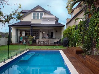 Luxury Family home with pool & yard, St Leonards