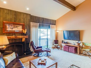 Homey, fourth-floor condo in Snowlion - close to slopes!