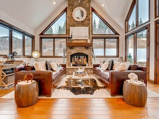 Newly renovated home in Beaver Creek, ski in, private hot tub, immaculate details - Three Cheers, Avon