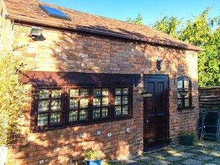 APPLE TREE STUDIO, coutyard garden, pet-friendly, short walk to pub, Frampton on Severn, Ref 947060
