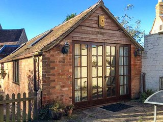 APPLE TREE COTTAGE, all ground floor, pet-friendly, close to river and pub, Frampton on Severn, Ref 947061