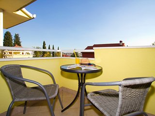Colourful villa with pool and seaview, Solin