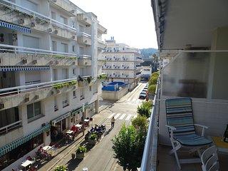 Acogedor apartamento con amplia terraza muy cerca de la playa