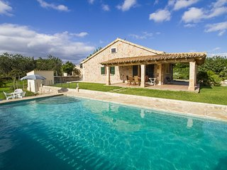 Maria- Beautiful countryhouse w/pool on a very quiet location close to Pollença