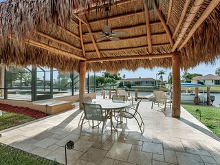 Waterfront Home with Southwestern Exposure, Saltwater Pool, Tiki Hut, Large Dock, Marco Island