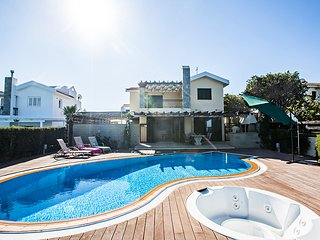 Spetses Villa, Panoramic Sea Views, 3 Bed with Pool & Jacuzzi