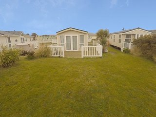 Gorgeous Caravan on the popular Greenacres Holiday Park PRIME SPOT BY THE BEACH!, Morfa Bychan