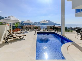 Mavi Su Apartment Aqua - Kalkan duplex apartment with large private pool