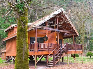 New Rental! Kalama Waterfront- Fishing Paradise! Free WiFi... 5 Stars!