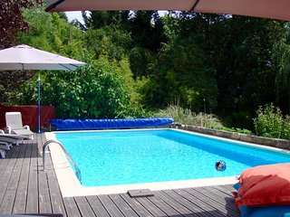 Large family house, 6 bd, private Pool, Fabulous Terrace,15 mins Saint Emilion.