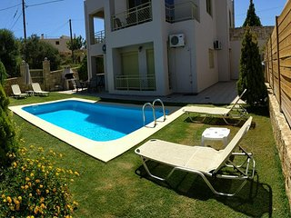 Sensation Villas, 900m away from the beach of Tavronitism Chania