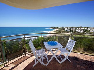 Queen of Colonies Unit 3 /2A Mcilwraith Street Moffat Beach QLD, Kings Beach