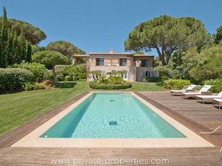 Soacious villa with beautiful garden and swimming pool!, Ramatuelle