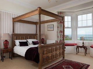 Four poster - stunning cliff top sea views. Cert. Ex '17 'Southcliff Apartments'