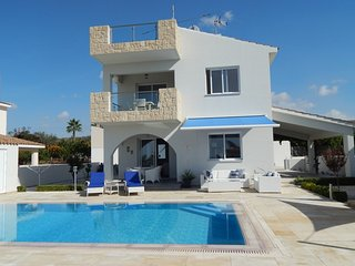 Beautiful Modern 3 Bed Villa with Spectaulars Views