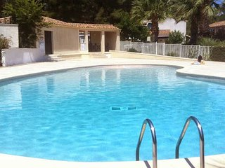 French villas with pool Pezenas sleeps 4-6