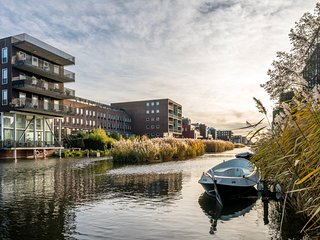 Luxury Waterfront Apartment Ijburg (sleeps 4 persons), Amsterdã