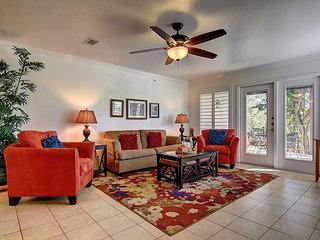 Awesome 2 bed 2 bath condo right on the river in the heart of New Braunfels!