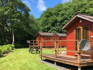 HAWTHORN - Luxury Riverside Lodge for two, nr Pucks Glen, Dunoon